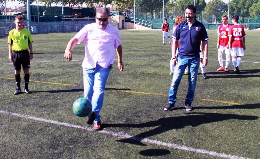 El concejal de Deportes realizó el saque de honor del MadridSurCup Trofeo Ciudad de #Alcorcón