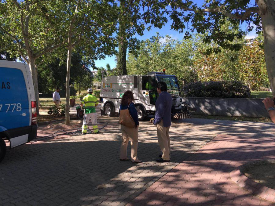 @davidperez supervisa los trabajos de mantenimiento del parque de la Paz de #Alcorcón