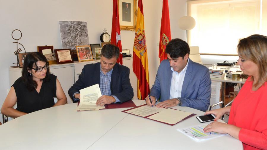 El alcalde firma un convenio con el Observatorio eCommerce para impartir formación en competencias digitales @davidperez #Alcorcón @ObsEcommerce