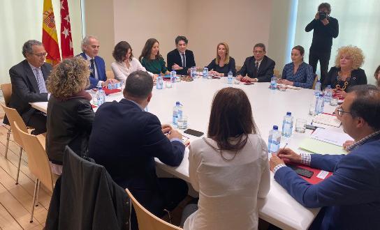 Texto Alternativo: Alcaldes de la Comunidad de Madrid se reúnen con la presidenta de la región para trabajar conjuntamente con el fin de frenar el contagio y trasmisión del coronavirus