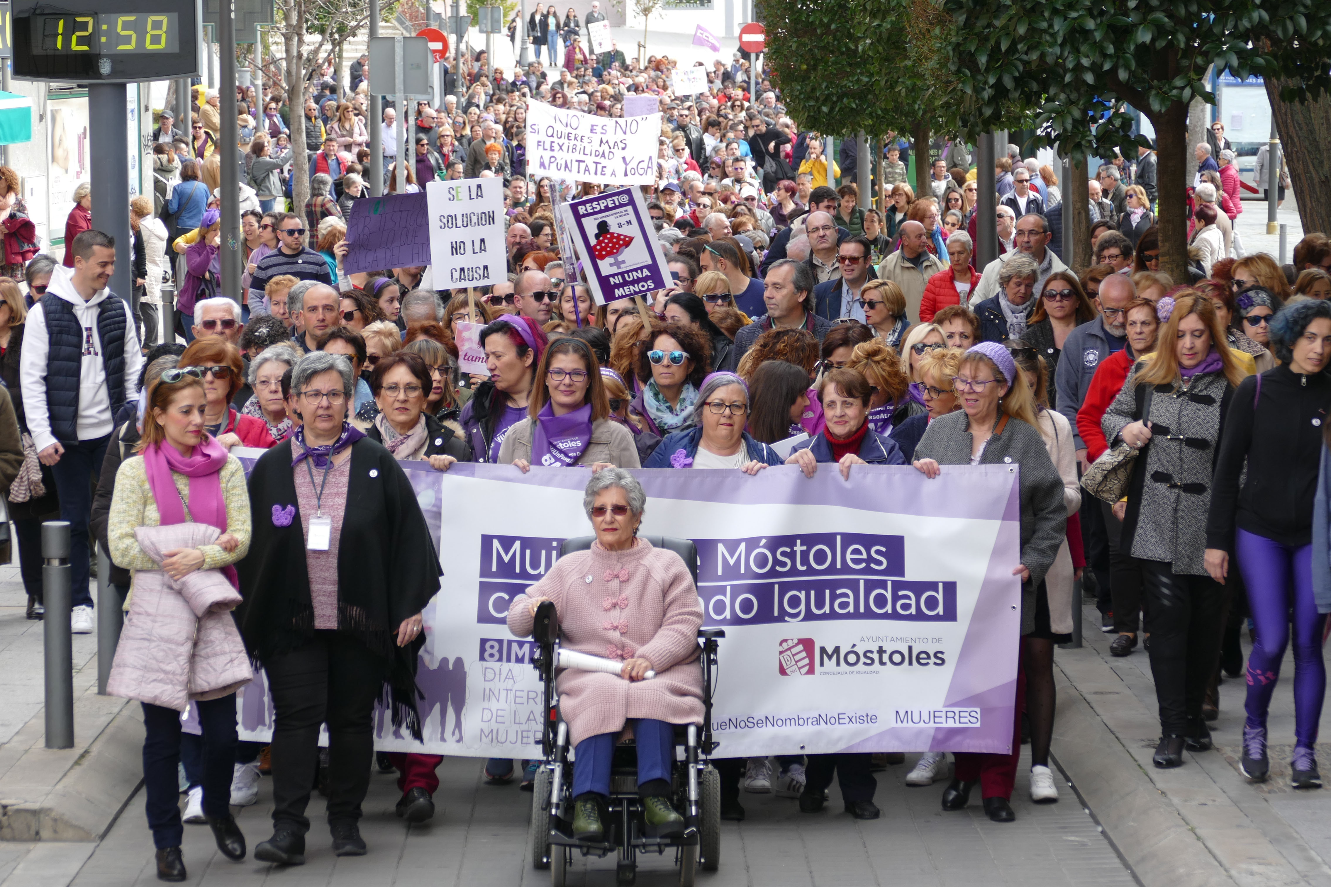 Texto Alternativo: Más de un millar de personas participaron este domingo en la III Marcha por el Día Internacional de la Mujer