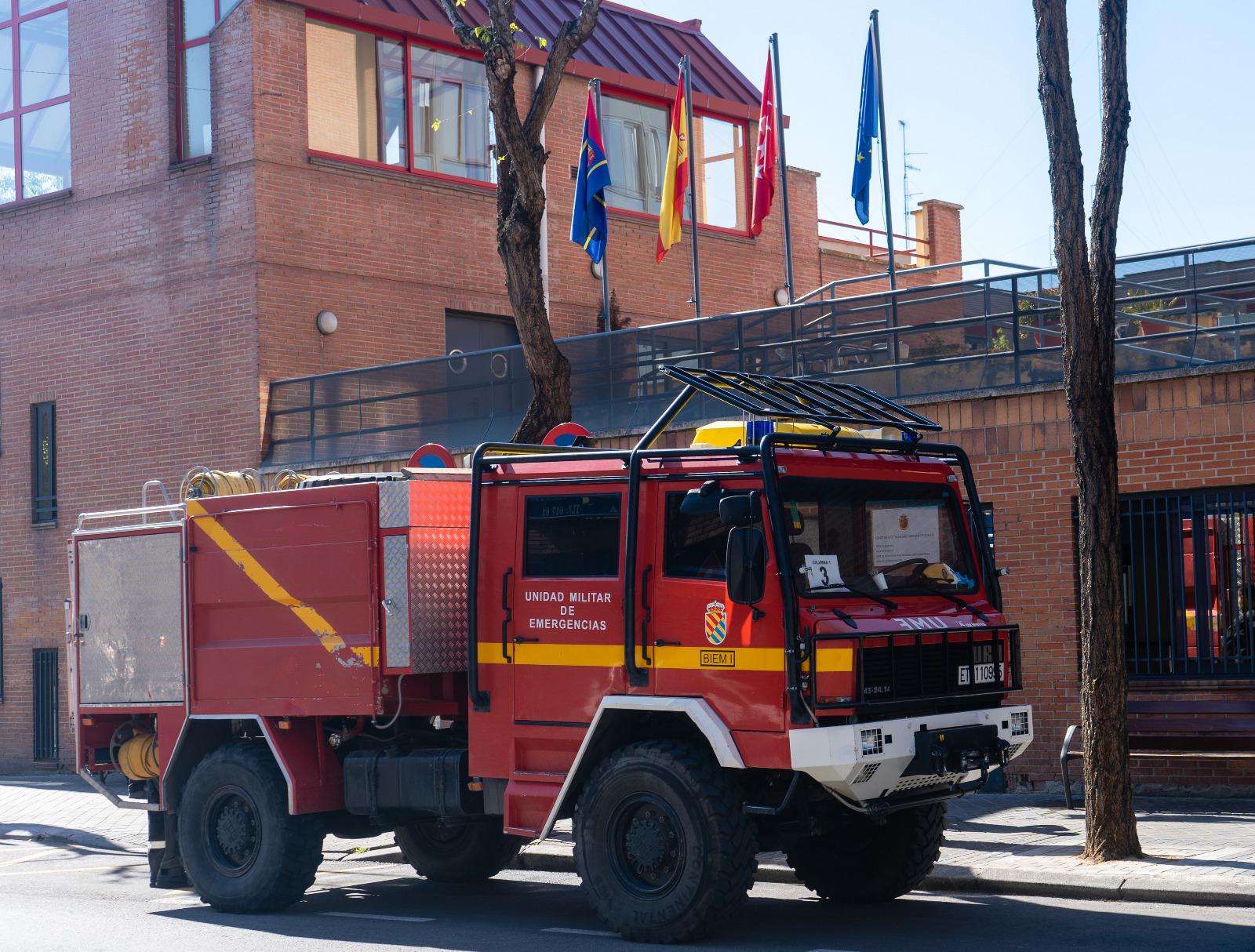 Texto Alternativo: Los bomberos de Móstoles colaboran en la limpieza y desinfección de las residencias de la ciudad