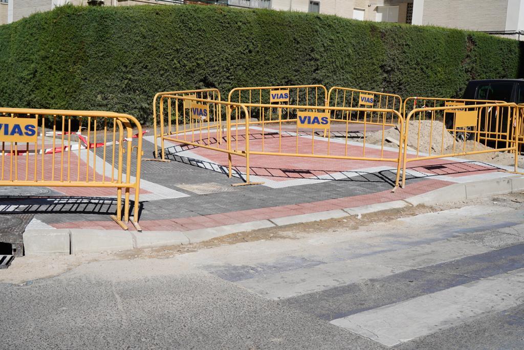Texto Alternativo: El Gobierno de Móstoles habilita nuevas plataformas accesibles para facilitar la movilidad en la ciudad
