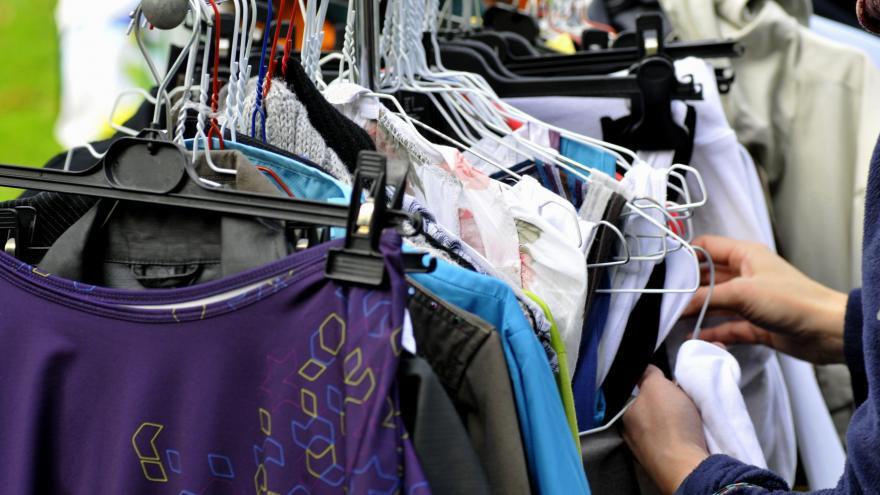 Texto Alternativo: El Gobierno de la Comunidad de Madrid elabora una guía para favorecer la reapertura segura de los mercadillos de la región