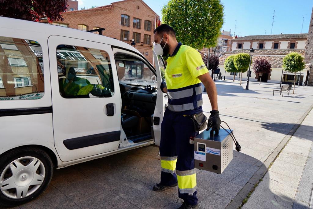 Texto Alternativo: El Gobierno de Móstoles ha realizado ya 210 desinfecciones con ozono en pequeños comercios y hostelería