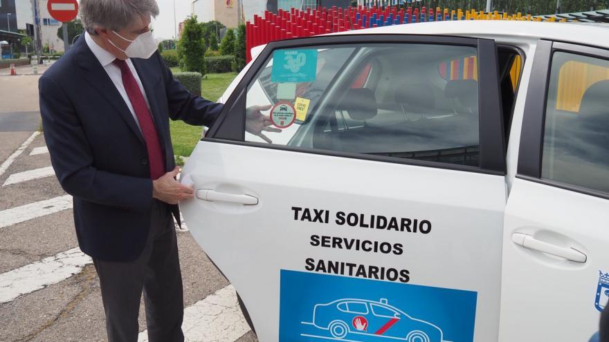 Texto Alternativo: Reconocemos al sector del taxi con un distintivo por su trabajo durante la crisis del coronavirus