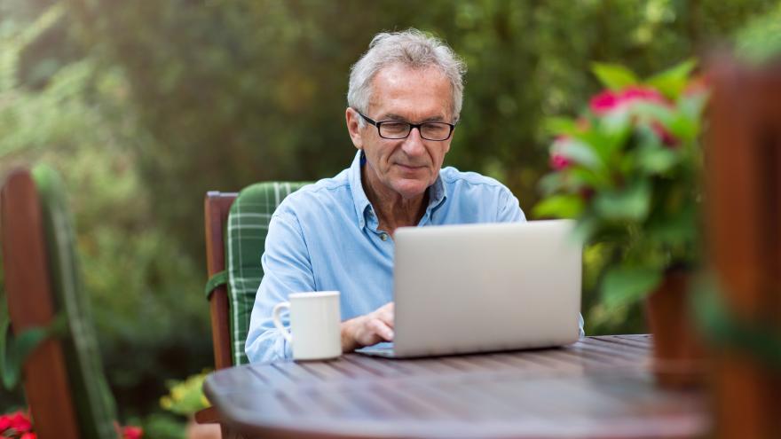 Texto Alternativo: La Comunidad de Madrid propone en marcha un programa piloto de formación online para personas mayores