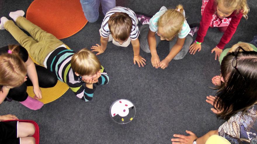 Texto Alternativo: La Comunidad de Madrid aprueba 25,3 millones de euros para financiar 59 escuelas infantiles públicas de la región