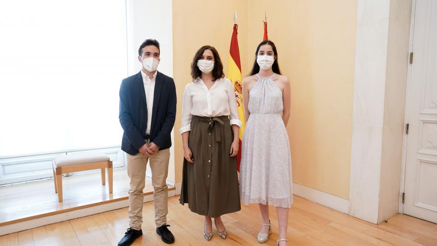 Texto Alternativo: Díaz Ayuso celebra los resultados de los estudiantes madrileños en la EBAU