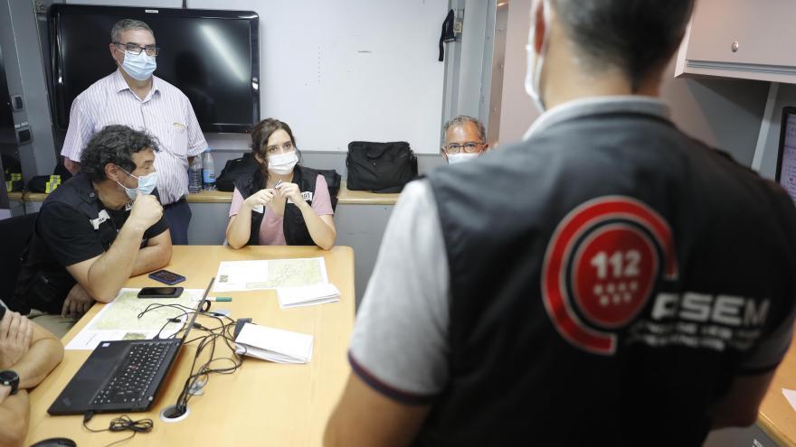 Texto Alternativo: Díaz Ayuso agradece el trabajo de los efectivos en el incendio de Robledo, Fresnedillas y Zarzalejo