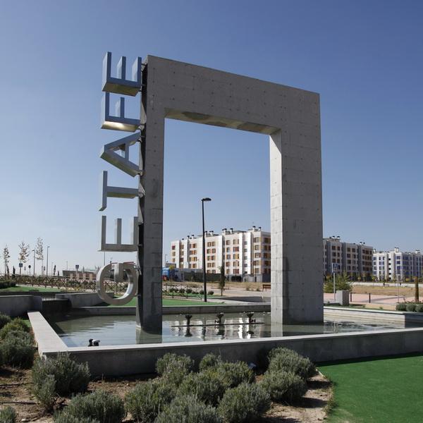 Texto Alternativo: Comienzan las obras de una nueva plaza con pérgola y sombra en el barrio de Los Molinos