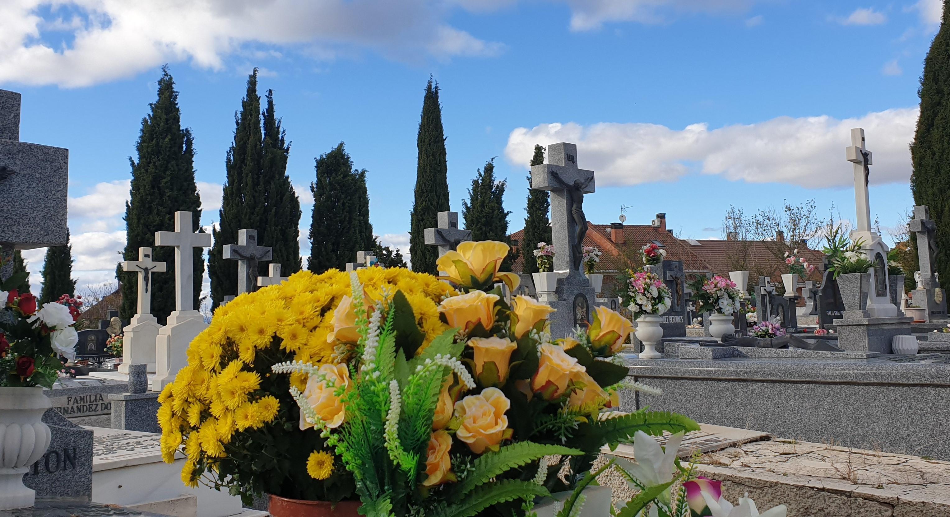 Texto Alternativo: El Ayuntamiento elabora un protocolo de actuación en el cementerio frente al COVID-19 con motivo de la festividad de Todos los Santos