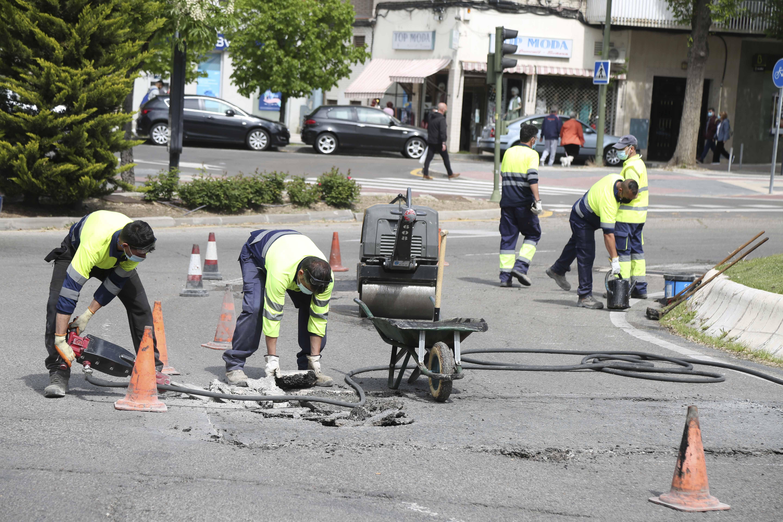 Texto Alternativo: El Gobierno de Móstoles inicia la campaña anual de bacheo en las vías públicas