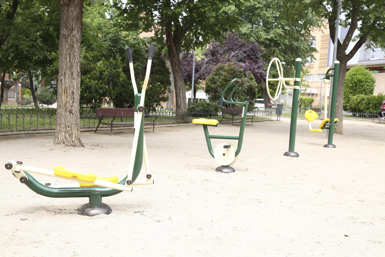 Texto Alternativo: Noelia Posse visita el nuevo espacio biosaludable situado en el parque Cataluña de Móstoles