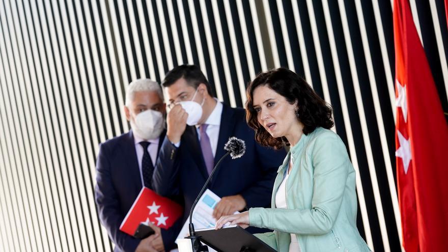 Texto Alternativo: Díaz Ayuso anuncia que el Zendal vacunará 24 horas al día a partir del lunes 28 mediante autocita